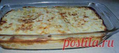 Болгарская мусака. Рецептов мусаки в нашей замечательной Одессе несколько, есть греческий вариант, восточний...я хочу поделиться болгарской. У болгар - мусака считается традиционной, национальной едой...видимо как все вкусные блюда, все время спорят, кто придумал первым. Болгарская мусака - это картофельное блюдо, в отличии от греческой и украинской из баклажан.