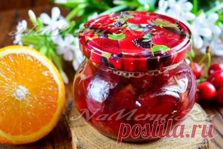 Варенье из черешни апельсином получается очень вкусным: сладость ягод и кислинка, присущая цитрусовым, прекрасно сочетаются. Рецепт такого варенья довольно прост, справятся даже те, кто далек от мира консервации.