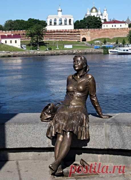 памятник Новгородочке в Великом Новгороде