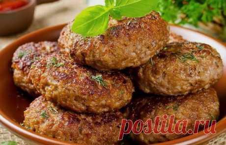 Котлеты по-цыгански: вот как улучшить вкус мясного блюда, добавив всего один ингредиент Котлеты по-цыгански - вкусное и простое блюдо. Котлеты - популярное мясное блюдо, которое подойдет практически к любому гарниру. У каждой хозяйки есть свои секреты его приготовления, хитрости, благодаря которым котлетки получаются нежными и сочными...