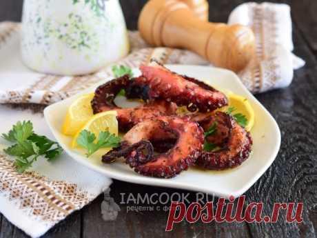 Осьминог с лимоном, оливковым маслом и орегано — классический вариант греческого блюда, в которое влюбляются все любители морепродуктов