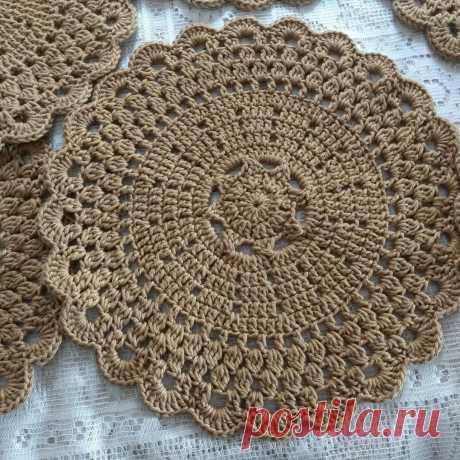Bom dia #sousplatdecroche | Crochet doily patterns, Crochet placemats, Crochet motif patterns
