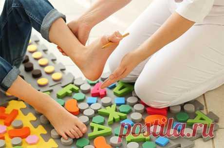 Как защититься от плоскостопия Наступающее лето – лучшая пора, чтобы защитить ноги от плоскостопия. Ведь многие профилактические мероприятия для стоп носят сезонный характер и подходят для тёплого времени года. Как провести лето с пользой для ног?