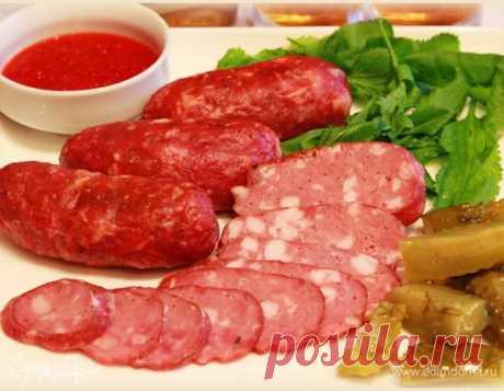 Колбаса рубленая. Ингредиенты: свинина нежирная, говядина, сало