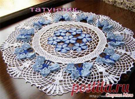 Красивейшая вязаная салфетка с голубыми бабочками своими руками!