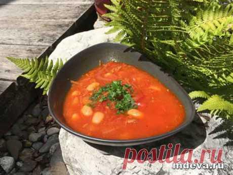 Вегетарианский борщ с соевым мясом Вегетарианский борщ: приготовление В кастрюле с толстым дном пожарить до золотистого цвета семена подсолнечника, добавить масло гхи, паприку и молотый тмин.