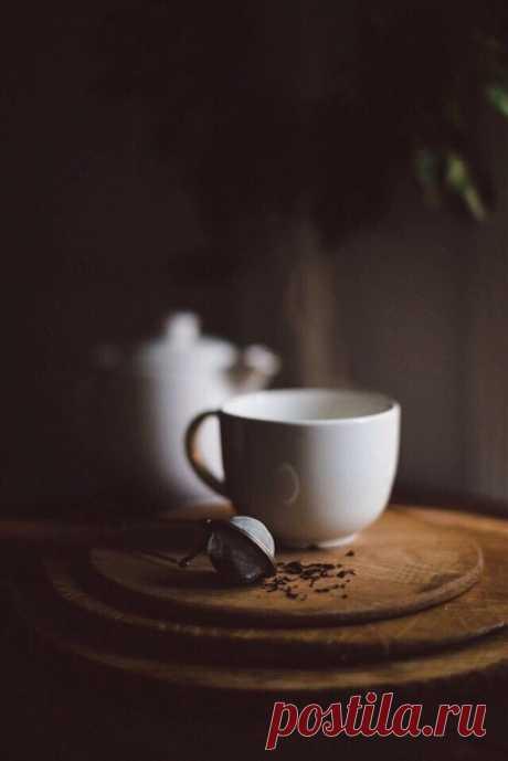 Уют - он спрятан во всем. Это и горячая чашка ароматного чая или кофе с зефирками; это мурлычущая на коленях кошка; любимая книжка или интересный фильм; разговоры с близким человеком; уют - это состояние души.