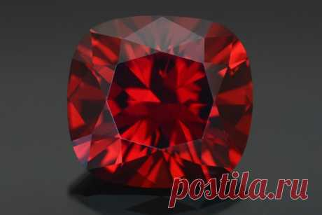 Камень карбункул: как выглядит драгоценный минерал (фото), свойства, значение, кому подходит, совместимость, виды и цвета, существует ли голубой оттенок, цена