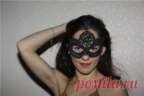 Вязаная кружевная маска крючком для бала-маскарада