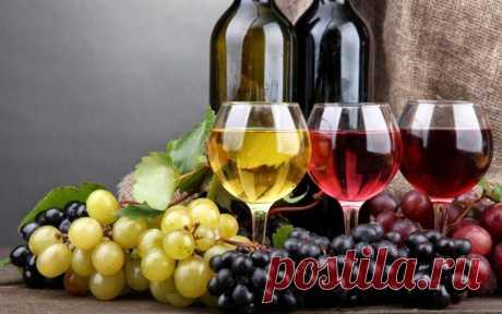 Простой рецепт домашнего вина из винограда: вам понадобятся виноград, вода и сахар.