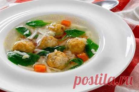 La sopa con las albondiguillas y los fideos poshagovyy la receta de la foto