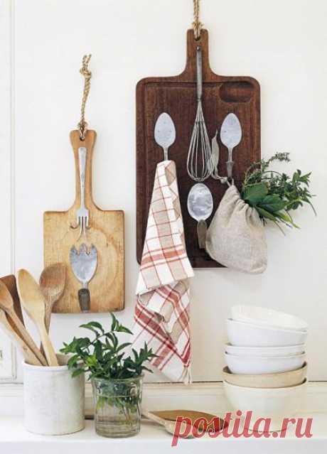 Новая жизнь старых приборов: ложки, ножи, вилки на кухне. Крючки, полочки, картины.