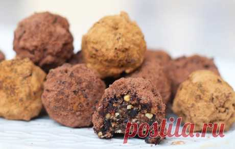 Полезные шоколадные конфеты с орехами и черносливом