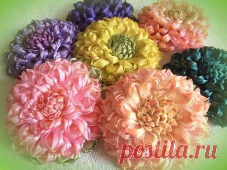"""Георгин """"Ника"""", цветы канзаши из ленты 2,5 см, лепесток """"слойка""""."""