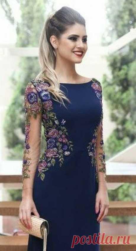 Платье синее с вишивкой нитками цветы вставки гипюр