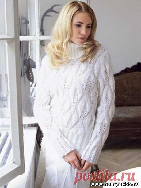 Белый пуловер с узором из листьев