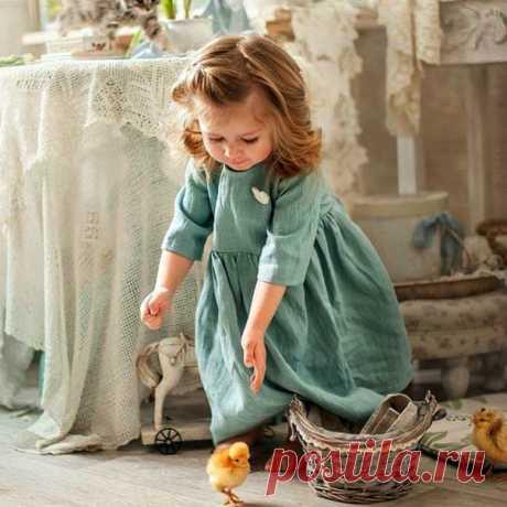 От чистого сердца, от теплого взгляда... Рождается нежность, рождается радость, От доброго слова рождается свет - Пусть каждый живущий им будет согрет