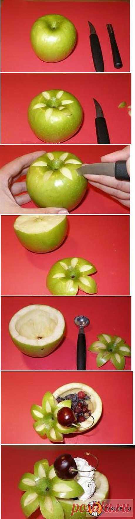 Десерт в яблочной чаше