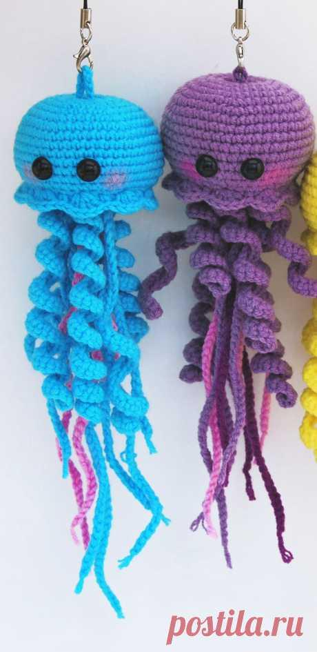 PDF Весёлые медузы крючком. FREE crochet pattern; Аmigurumi doll patterns. Амигуруми схемы и описания на русском. Вязаные игрушки и поделки своими руками #amimore - медуза.