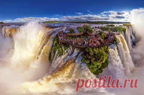 Водопады Игуасу, расположенные на границе Бразилии и Аргентины