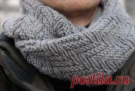 Мужской шарф снуд спицами геометрическим узором - Колибри Близится праздник всех влюбленных и самое время задуматься о подарках для своих вторых половинок. Бе