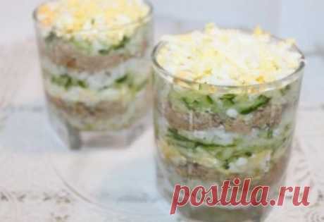 Салат из печени трески печень трески – 1 банка рис – 1/2 стакана яйца – 2 шт. огурец – 1 шт. лук – 1 шт. майонез