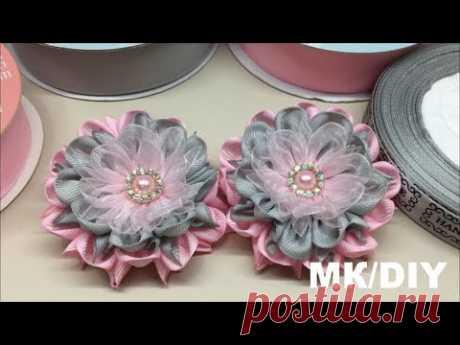 Цветы из репсовых лент, светло-розового и светло-серого цвета.