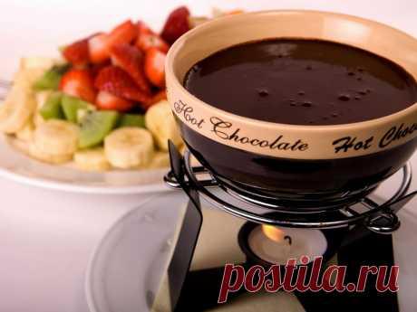 Как сделать горячий шоколад в домашних условиях пошаговый рецепт с фото Знаете ли вы о том как сделать горячий шоколад в домашних условиях? В общих чертах наверняка знаете, а мы расскажем вам о том как сделать горячий шоколад в домашних условиях по шагам, да еще и фото покажем.
