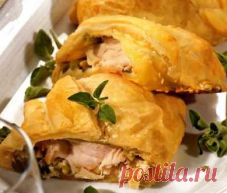 Сегодня мы узнаем как приготовить вкусное куриное грудку в тесте,куриные грудки в тесте в духовке Для того чтобы приготовить куриные грудки в тесте Вам понадобится : 4 филе куриной грудки, 1 упаковка (150 гр. ) творожного сливочного сыра, 500 гр. готового слоеного теста, 2 стебля лука-порея, 150 гр. замороженной зеленой фасоли, 2 зубчика чеснока, 0,5 стакана муки, 250 мл куриного бульона, 150 мл сливок жирностью 35%, 100 мл белого вина, 1,5 ст. ложек сливочного масла, 2 ч....