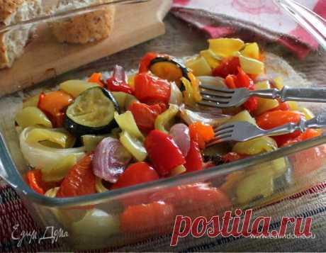Ароматные овощи в духовке. Ингредиенты: перец болгарский зеленый, перец болгарский красный, перец болгарский желтый
