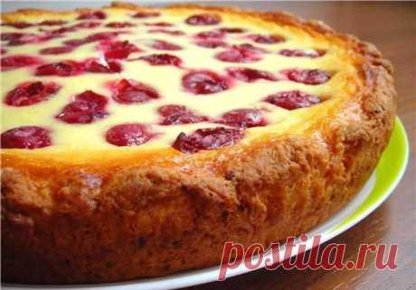 Представляем вашему вниманию рецепт вкуснейшего пирога, который порадует всех своими вкусовыми качествами. Он получается очень нежным и с летним ароматом. Ваши домочадцы от него будут в полном восторге....