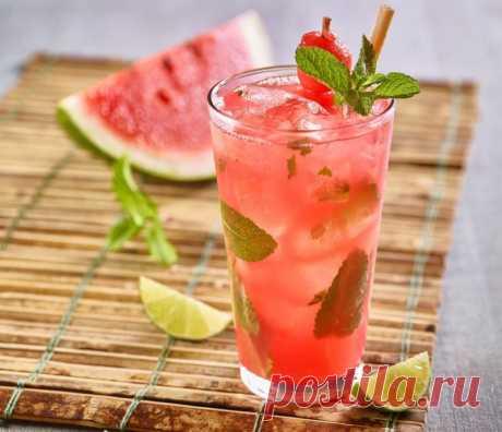 Освежающий арбузно-клубничный лимонад