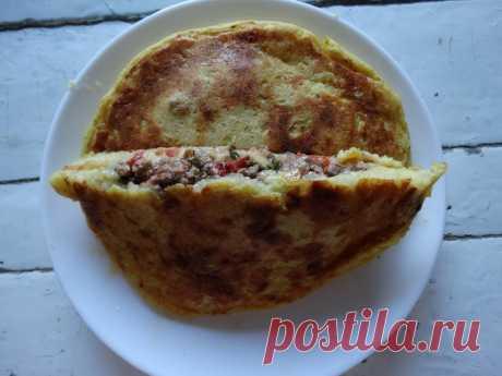 Итальянский пирог на сковороде. Не сухой и не жирный. Из картофельного теста - Пир во время езды Его называют итальянским. И действительно, в Италии есть подобное блюдо. Которое готовится с сыром и ветчиной. Но есть такие пироги и в кухнях почти всего мира. Только различаются эти блюда формовкой, а порой и начинкой. Откуда такая популярность? Из-за доступности основного продукта, картофеля. И, конечно же, из-за вкуса. Картофельное тесто самое ароматное, с приятным привкусом …