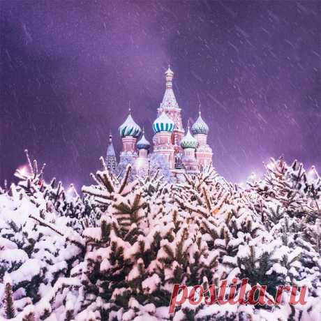 New Year's and Christmas holidays will bring to Moscow the record number of tourists.