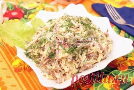 Сытный салат Этот салат сытный салат с яичными блинчиками очень вкусный. И им действительно быстро наедаешься. Так что, если вы не боитесь лишних калорий или к вам придет большая компания, ему на вашем столе самое место.