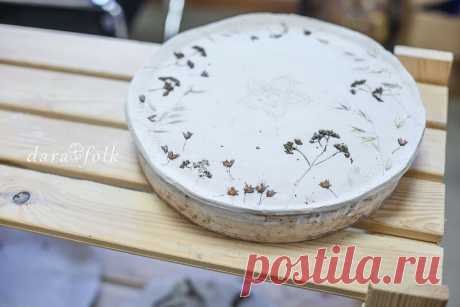 Керамическая тарелка с рисунком трав.   DaraFolk