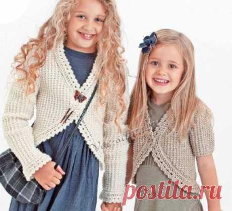 Болеро для девочки с коротким или длинным рукавом Размеры: 98/104, 110/116 и 128/134. Вам потребуется: для модели А: 300 (400/400) г белой (цв. 00002); для модели В: 200 (300/300) г светло-серой (цв.