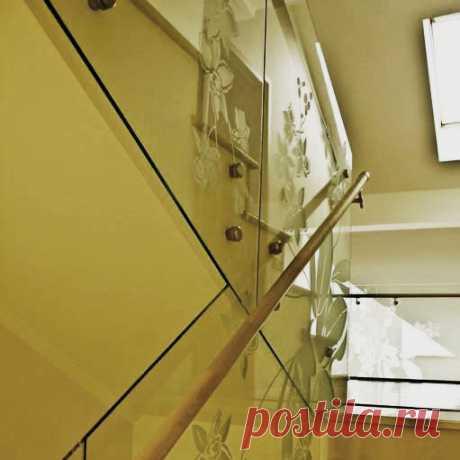 Стеклянные перила с рисунком на стекле