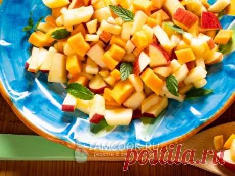Салат с тыквой и яблоками — рецепт с фото Салат с тыквой и яблоками с маленьким сюрпризом - замечательный сладкий витаминный салат, в котором масса полезных веществ и клетчатки.