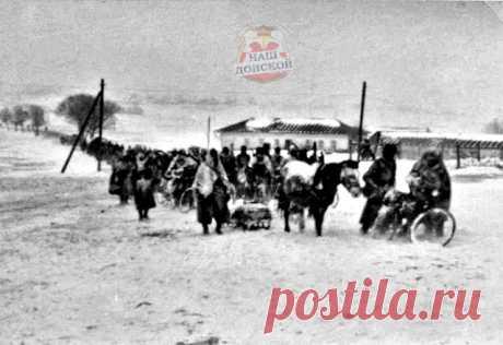 «Конно-велосипедная» колонна 112 пд в Донском.  «Конно-велосипедная» колонна немецкой 112-й пехотной дивизии в г. Донском. Предположительно, 12 декабря 1941 года.   «12 декабря 1941 года, 11:30 [13:30 мск]. 120-й разведывательный батальон доложил, что в 13:00 он выдвигается на марш из Ильинское в Сталиногорск-1.» — из журнала боевых действий 112-й пехотной дивизии, на вооружении 120-го разведывательного батальона находились велосипеды и лошади.   Оригинальная подпись: «Don...