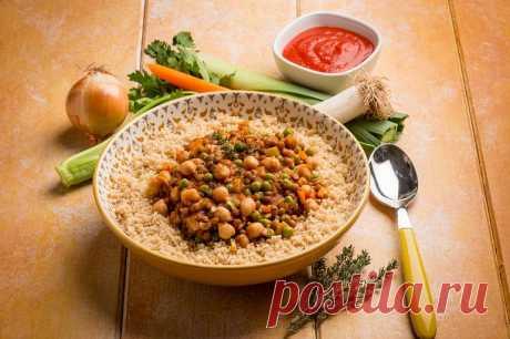Салат из кускуса и чечевицы по-средиземноморски