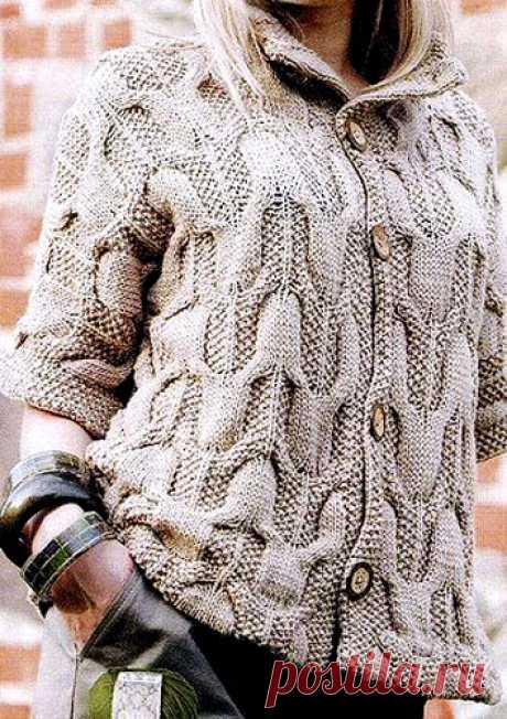 Вязаное спицами пальто объемным узором. Вязаные пальто схемы бесплатно |