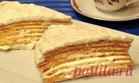 Торт «Парижский коктейль» так и тает во рту! Удивительно вкусное лакомство, торт готовится из заварного теста и крема, имеет чудесный аромат и уникальный вкус – он просто тает во рту! Ингредиенты Тесто:— 3 ст. ложки меда — 150 гр сахара — 3 ст. ложки растительного масла — 180 мл горячей воды — 500 гр муки — 1 ч. ложка соды Крем:— 250 гр сливочного масла — 600 мл молока — 3 яйца — 1 ст. ложки муки — 1 стакан сахара — ванилин — 100 гр лесных орехов или миндаля, измельчить Рецепт приготовления 1.