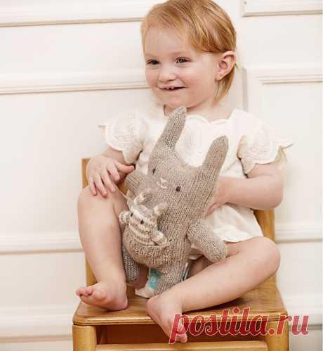 Мягкая игрушка «Кролики» - схема вязания спицами с описанием на Verena.ru