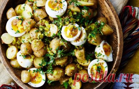 15 питательных салатов из картофеля, которые стоит попробовать В жаркое время года совсем не хочется наваристых супов и горячих вторых блюд. На помощь приходят питательные салаты — например, из картофеля. Они заменят полноценный прием пищи и восстановят силы.