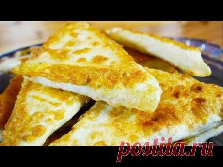 Бюджетные пирожки за 5 минут Недорогие, быстрые и очень вкусные, эти пирожки не заставят вас возиться с тестом. Тонкий лаваш и кусочек сыра - вот их основные составляющие.  Ингредиенты  На 14 штук  Лаваш - 2-3 листа (в зависимости от размера) Сыр - 250 г  Зелень - 2-3 веточки Сметана - 2 столовые ложки Яйца - 2 шт. Соль - 2 щепотки Масло растительное для жарки