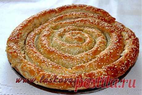 Вкусный и быстрый пирог «Улитка» из слоеного теста