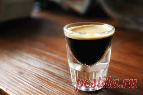 Кофе эспрессо: как правильно приготовить, объем, калорийность Все об эспрессо, особенностях его приготовления и основных рецептах. Какой объем и калорийность данного вида кофе.