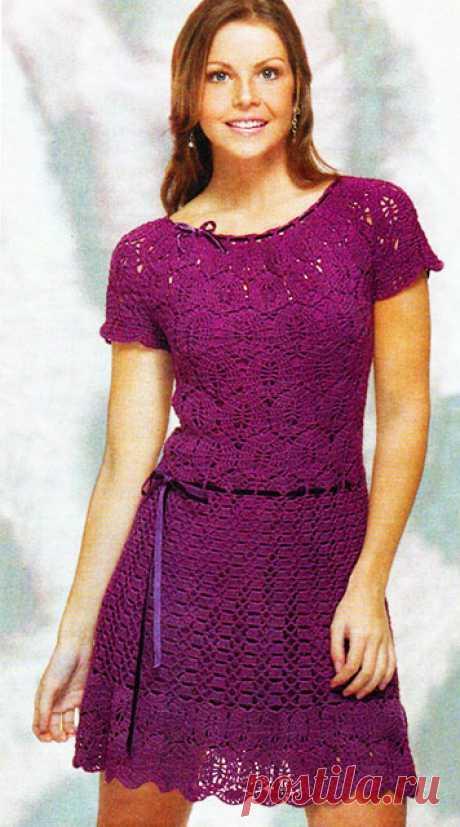 Фиолетовое кружевное платье из двух интересных узоров крючком – схемы с описанием