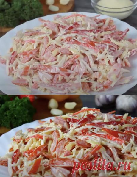 Пачка крабовых палочек и помидоры: салат Красное море сразу заменил Оливье